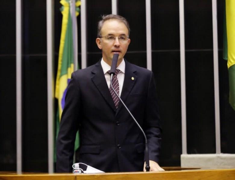 Leo de Brito apresenta projeto de lei para suspensão da cobrança do Fies até o fim de 2021