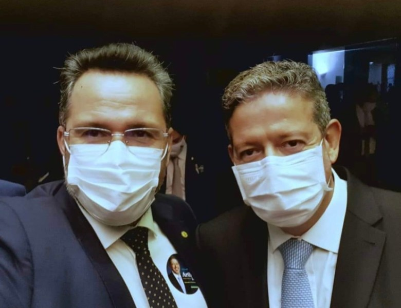 Após negociar voto com  Bolsonaro e trair Rodrigo Maia, Alan Rick comemora vitória de Lira