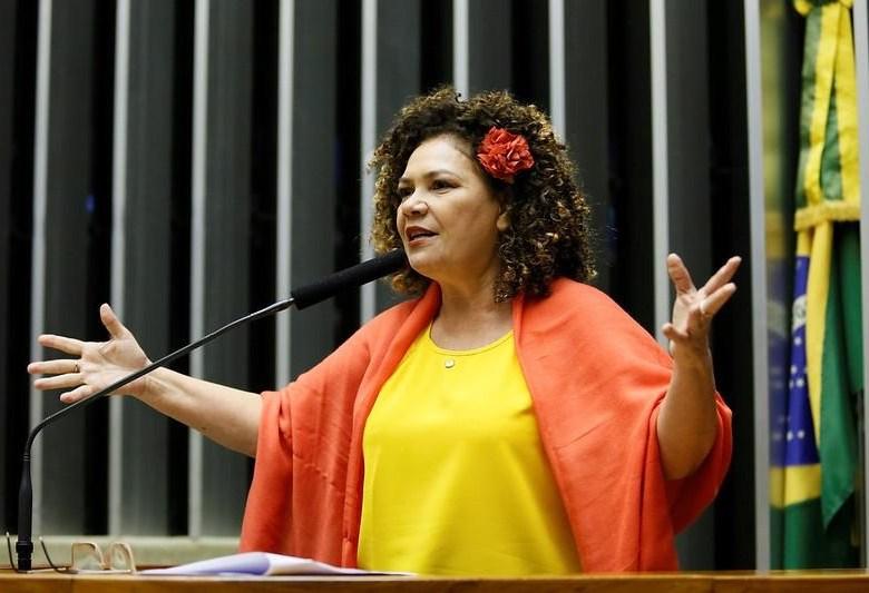 Perpétua vai denunciar Gladson e Bocalon ao Ministério Público por agressões da Tropa de Choque da PM a garis e margaridas