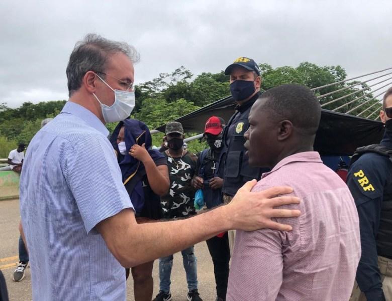 Leo de Brito acompanha situação de imigrantes em Assis Brasil e busca solução diplomática para a crise humanitária