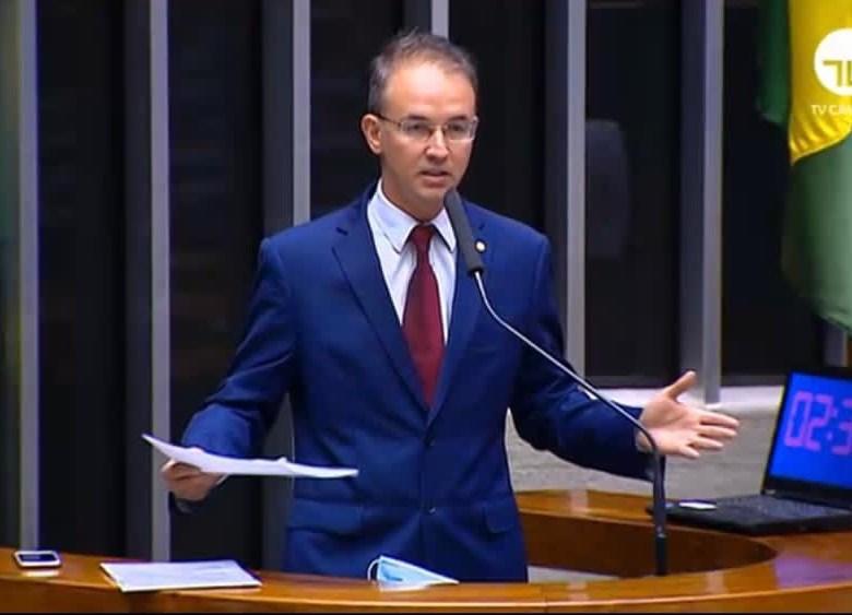 Deputado Leo de Brito denuncia Bocalom no MPE e no TCE por dispensar licitação para contratar, por R$ 600 mil, produtora que fez a sua campanha
