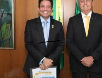 Cheio da grana: Bolsonaro diz que mandou R$ 8,1 bilhões a Gladson em 2020