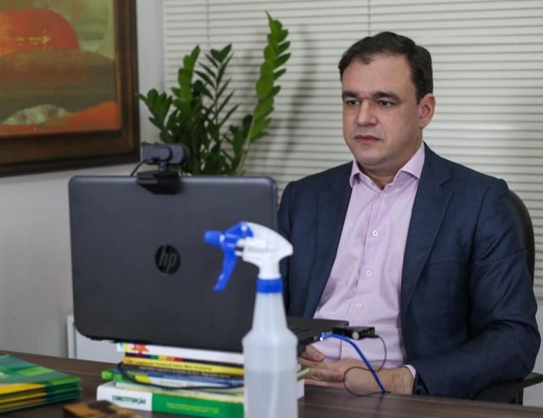 Daniel Zen cobra entrega de títulos definitivos, em Sena Madureira