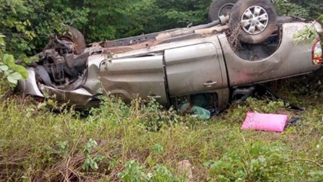 Família de cantor gospel Juliano Son se envolve em grave acidente, mas todos saem ilesos.