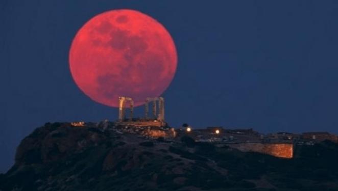 Lua de Sangue levanta teorias sobre o fim dos tempos.
