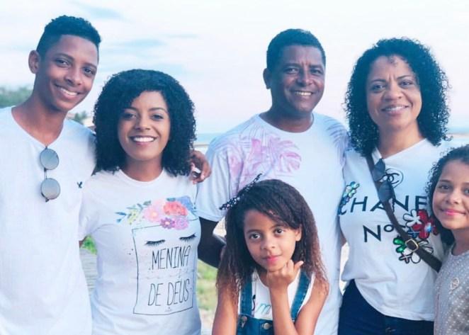 Cantora gospel Kemilly Santos tem casa assaltada no Espírito Santo.