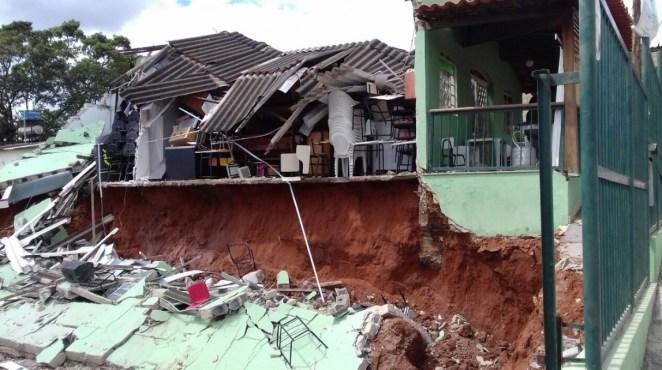 Igreja desmorona e deixa mortos e feridos no Peru.