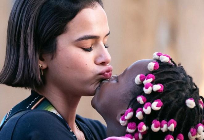 Bruna Marquezine em missões na África.
