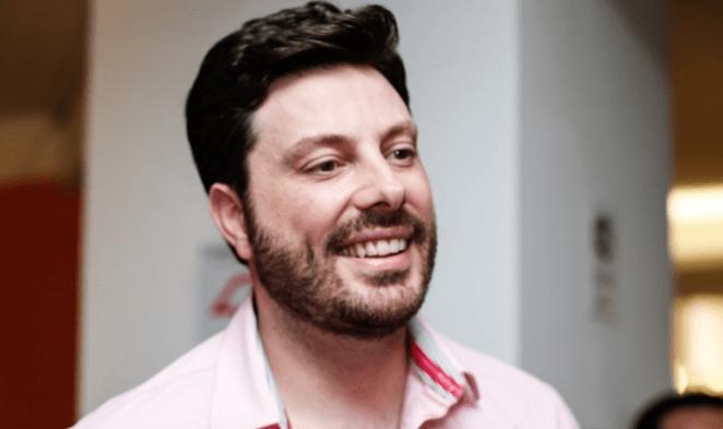 Danilo Gentili é fã de cantor gospel Adhemar de Campos.