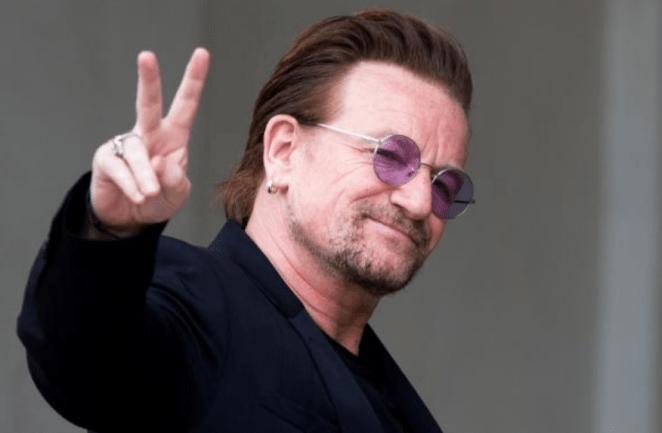 Astro do U2, cantor Bono Vox.