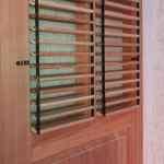Porta com venezianas articuladas - Shutters - Venezianas móveis
