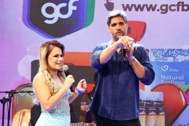 Flavinha Cheirosa e cantor Léo Chaves - Foto: Flavio Cabral / Divulgação