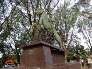 estatua-mcal-lopez-piribebuy