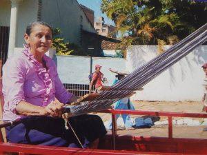 Falleció Ña Neni artesana del Poncho Para'i