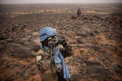MINUSMA contingentes guineenses estabeleceram posições em um terreno mais alto em torno de Kidal para evitar que os terroristas bombardeiam o acampamento MINUSMA e monitorassem os movimentos de Gatia e CMA, Kidal. UN Photo/Sylvain Liechti/ MINUSMA