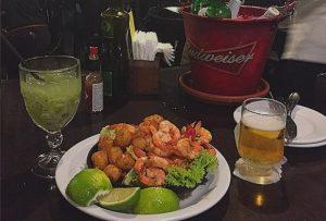 Com menu especial e atrações musicais, Boteco Praia é uma boa dica para que ficou em Fortaleza no feriado (Foto: Divulgação)