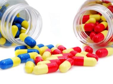 Medicamentos: atenção a saúde dos idosos