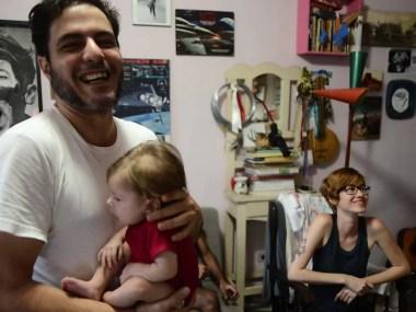 Pais criam rodízio para ninar criança com paralisia cerebral