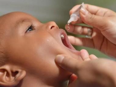 Vacinação contra paralisia infantil