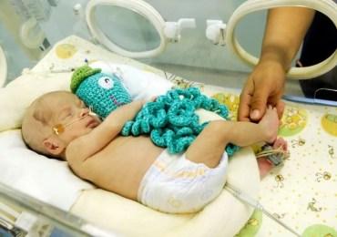 Hospital baiano implanta terapia com polvos de crochê para bebês