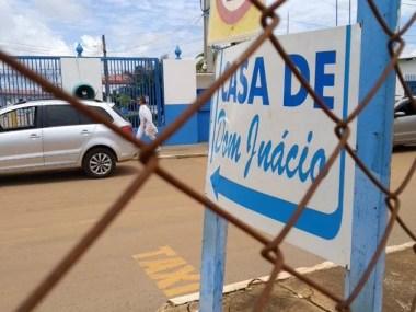 """Vigilância Sanitária e Polícia inspecionam laboratório de """"medicamentos"""" fabricados por João de Deus"""