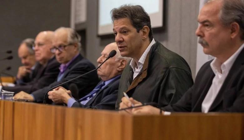 Seis ex-ministros assinam documento contra a política educacional de Bolsonaro