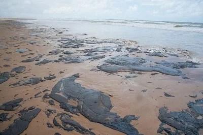 Manchas de óleo vão chegar as praias de Salvador
