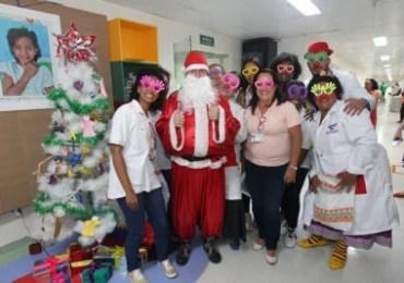 Voluntários levam alegria para crianças internadas no Hospital Roberto Santos