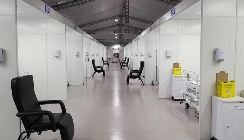 Hospital de Campanha entra em funcionamento na área externa do hospital do subúrbio