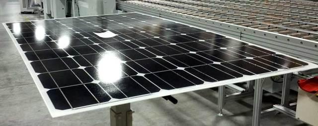 Paine Solar Laminado ficou um pouco envergado no processo de laminação.