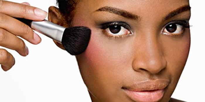 maquiagem-pele-negra-como-escolher-protutos-blush