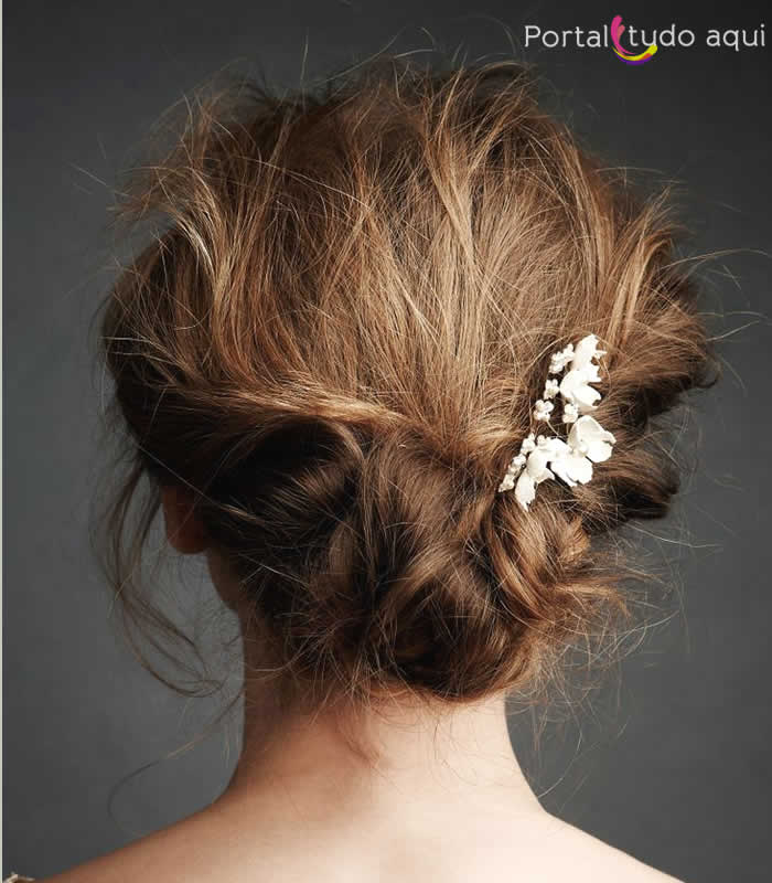 penteado-para-noiva-cabelo-coque-podrinho-com-presilha
