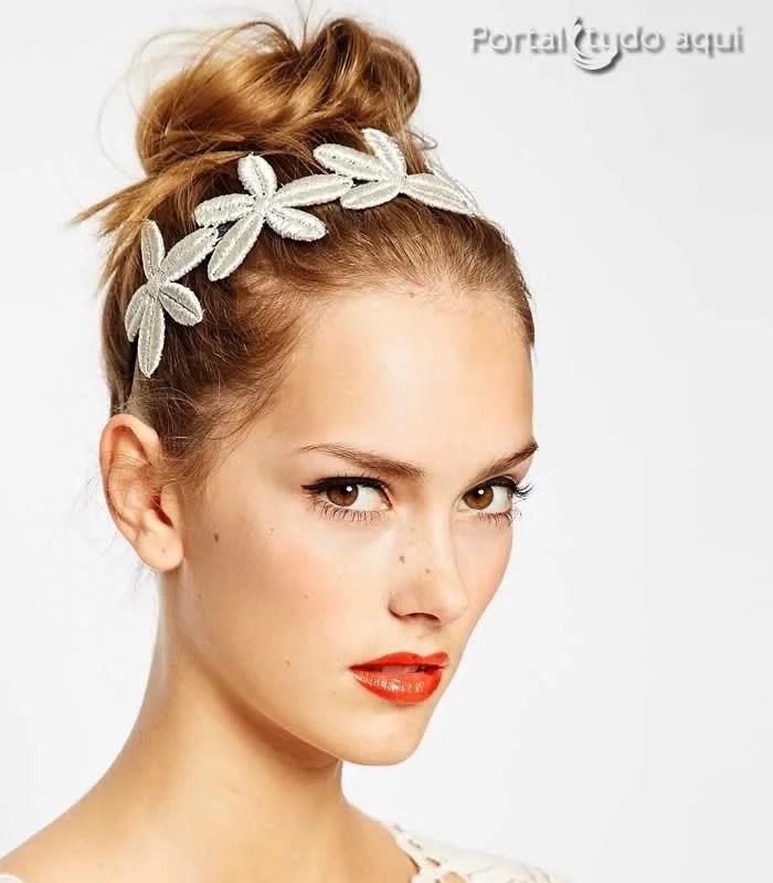 penteados-para-noivas-cabelo-coque-alto-com-flores