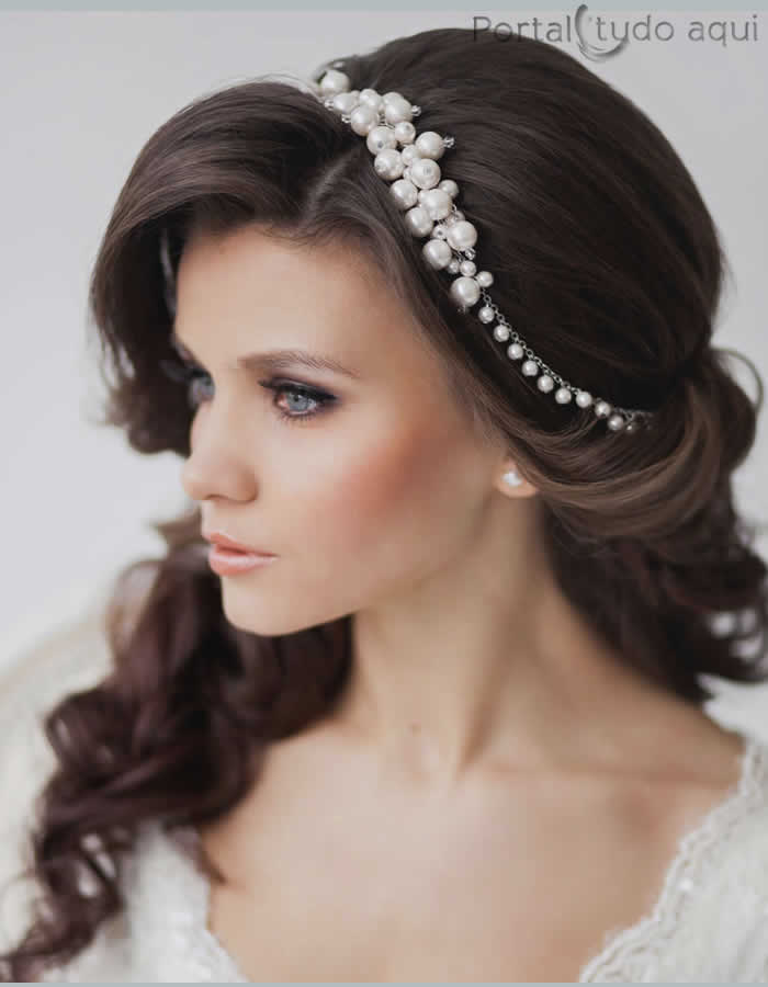 penteados-para-debutante-semi-preso-lateral-com-tiara