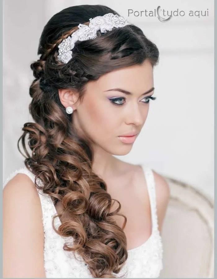penteados-para-debutantes-semi-preso-com-tiara-lateral