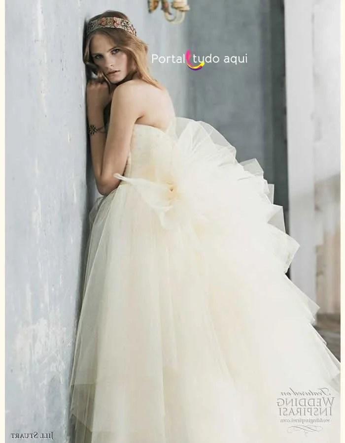 vestido-debutante-longo-modelo-saia-volumosa-amarelo-bebe