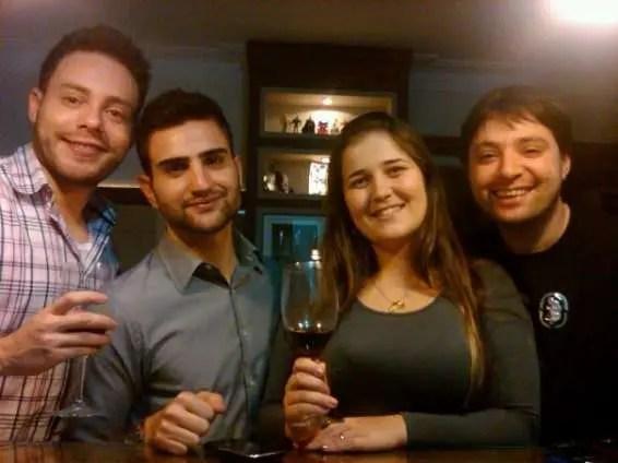 Jantar entre amigos: Kaio Maciel, Régis França, Géssica Bortolotto e Daniel Goulart