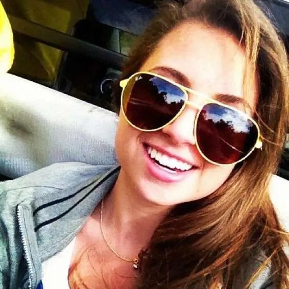 A bela Sara Bortoluzzi Brogni é só alegria!