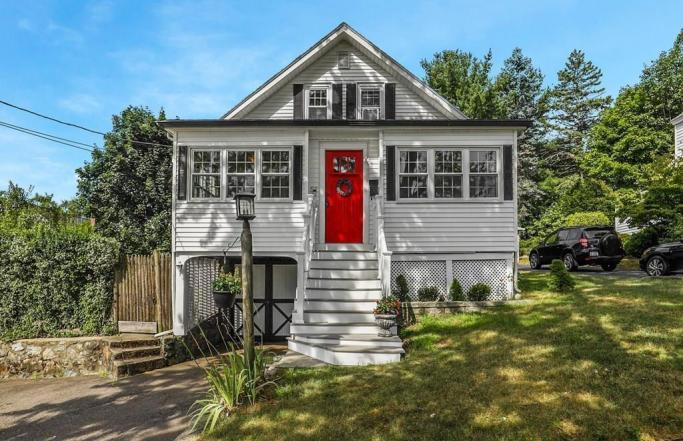 4BR Bungalow on Tree Lined Street in Melrose