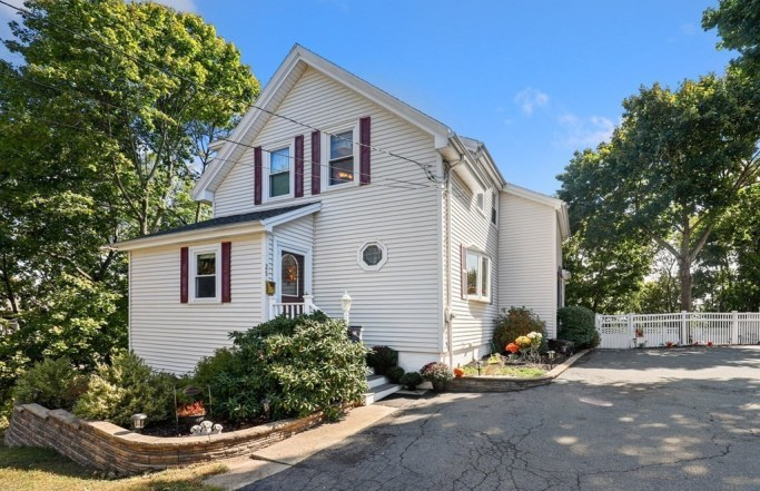 Beautiful 3BR Colonial on a Hill in Malden
