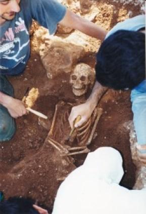 2 -Marco Merico e i suoi colleghi durante i lavori archeologici - FOTO COSIMO RUBRICHI(2)