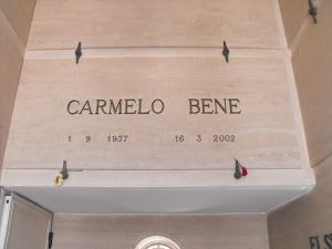 CIMITERO DI OTRANTO - TOMBA DI CARMELO BENE (2)