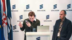 Hrvoje Katić i Tomislav Kadežabek demonstriraju rad EVA e - EVA mobilna aplikacija razgovara na hrvatskom jeziku
