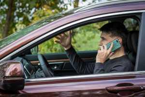 Telefoniranje u voznji foto Bernard Beneš - Odgovorno koristite pametni telefon, ne tipkajte dok vozite