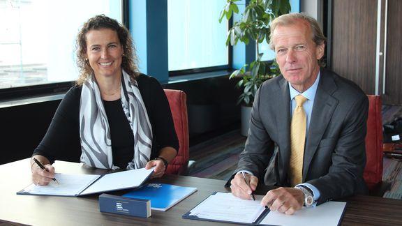 Signing of MOU Yolande Verbeek and Allard Castelein