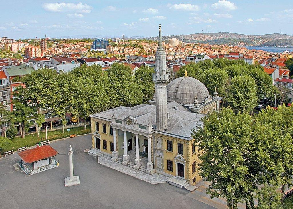 DescriptionThe Teşvikiye Mosque is a neo-baroque structure located in the Teşvikiye neighbourhood of Şişli district in Istanbul