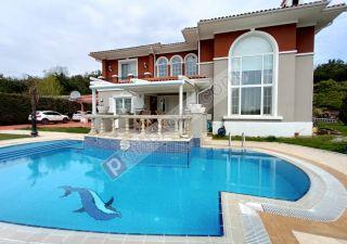 فيلا مفروش للبيع  مقيم للجنسية التركية غرف 5+1 في بيوك جكمجة