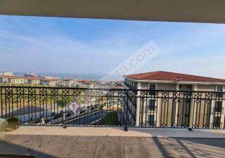 شقة للبيع  على البحر غرف 4+1 في عدنان قهوجي