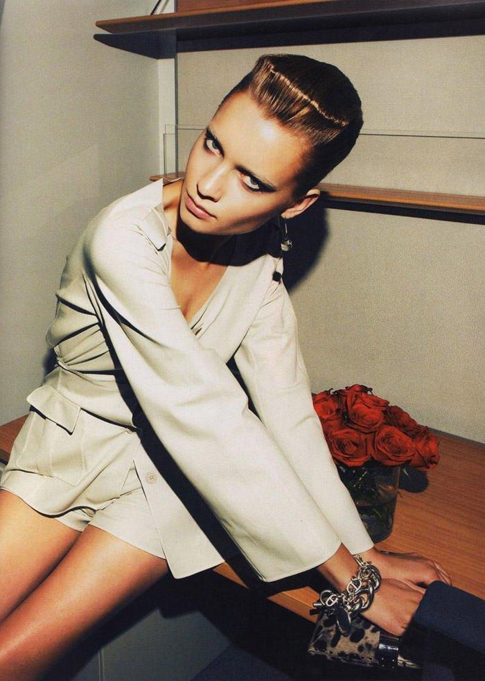 "Laura Blokhina photographed by Nagi Sakai in ""Tormenta de Ideas"" for Harper's Bazaar España, April 2010 2"