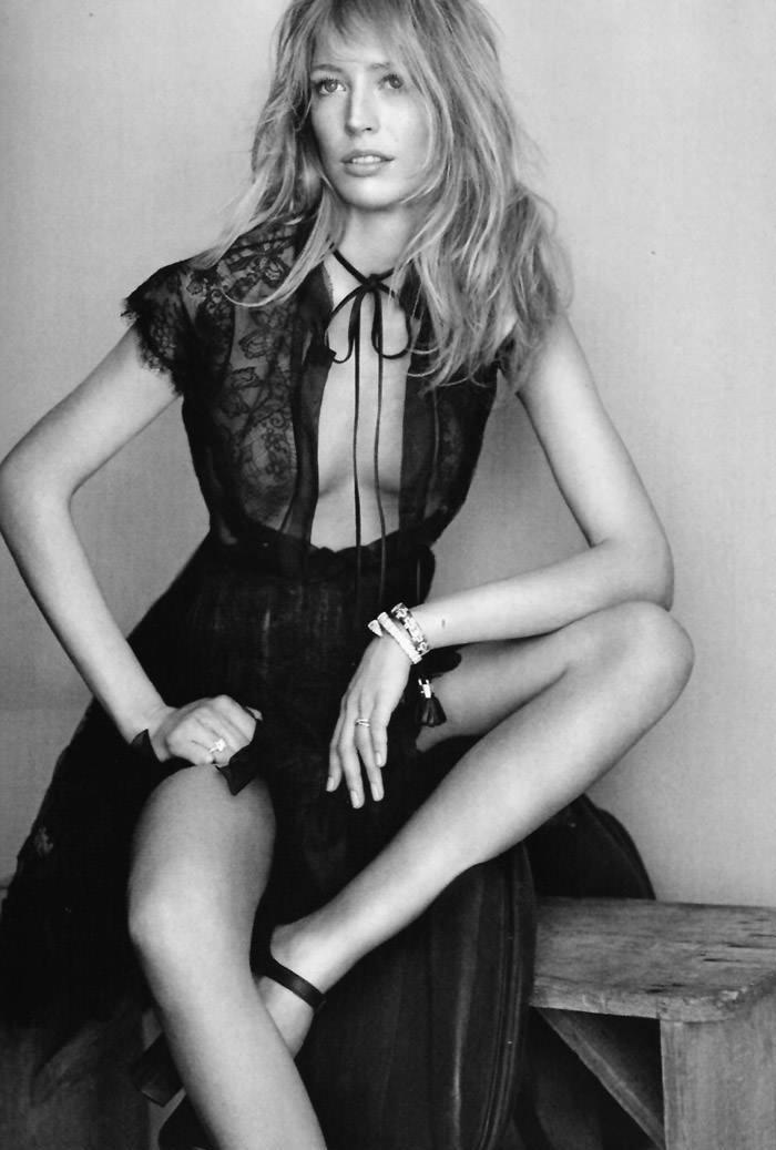 """Raquel Zimmermann photographed by Alex Cayley in """"Sola Ante El Peligro"""" for Vogue España, May 2010 4"""